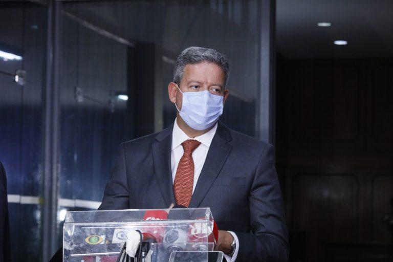 Arthur Lira admite prorrogação do auxílio emergencial se houver Orçamento e respeito a teto de gastos