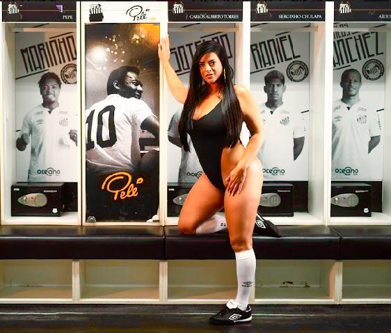 Musa do Santos, Cátia Gonçalves faz ensaio sensual para incentivar time na Libertadores