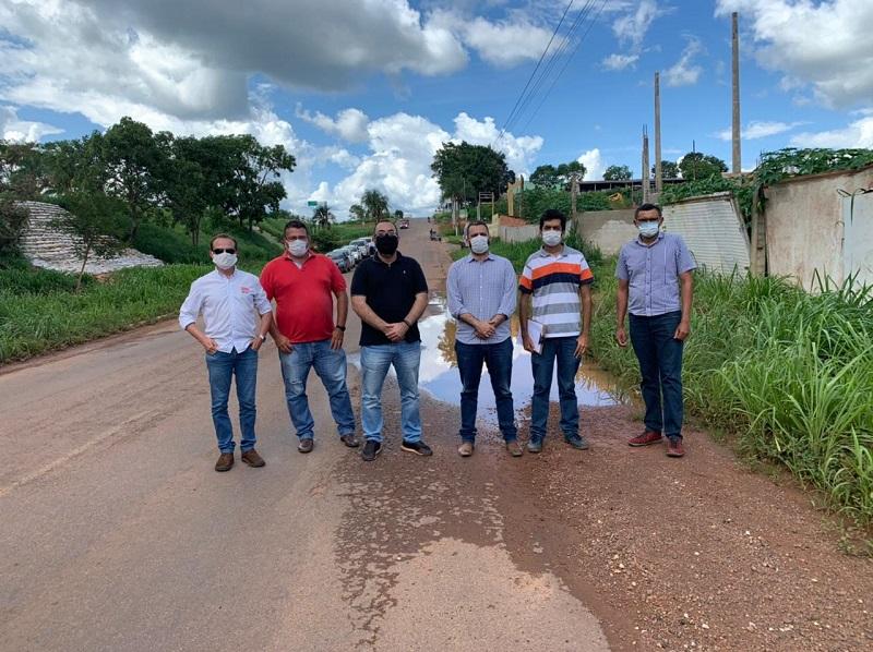 Supervisor do DNIT acompanha equipe da Prefeitura de Paraíso-TO em vistoria de trecho que necessita de reparo devido a alagamento