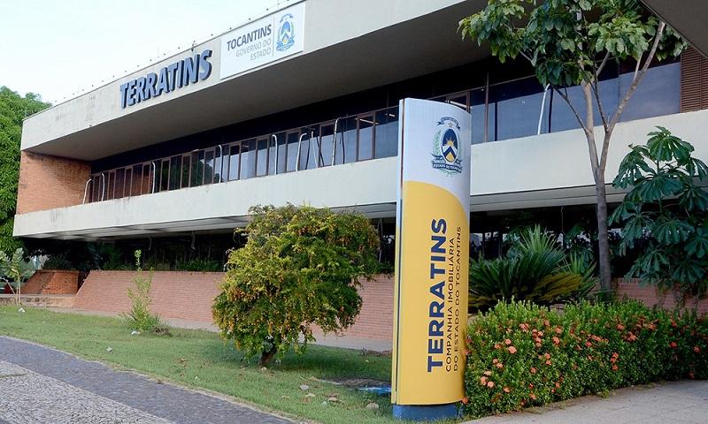 Governo do Tocantins coleta as assinaturas de Títulos de Propriedade dos beneficiários da Arso 131 em Palmas