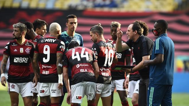 Ceará vence Flamengo no Maracanã e Rubro-Negro se complica na briga pelo título