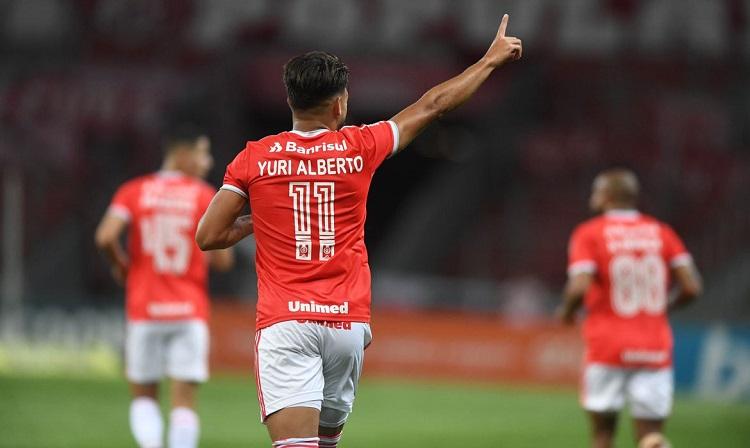 Internacional vence sexta seguida e fica a um ponto do líder São Paulo