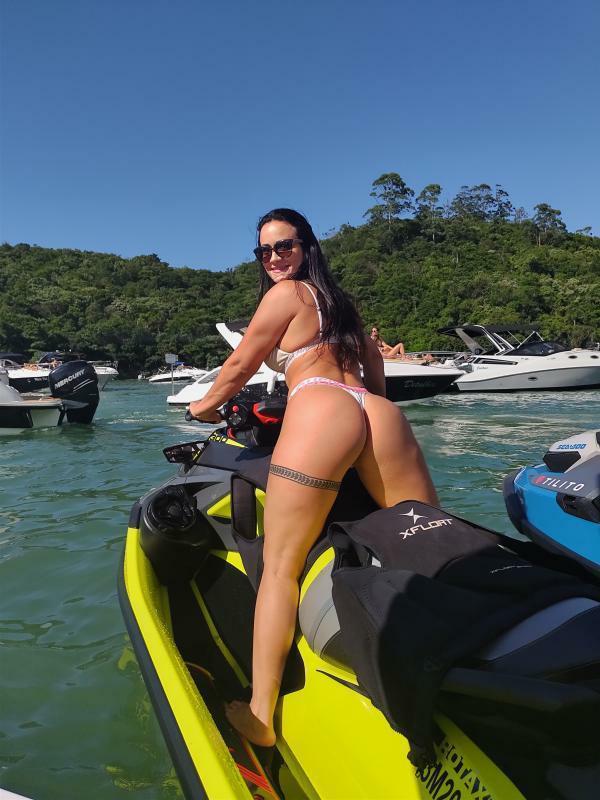 Musa Fitness Patricia Fortunato curte dia de praia e rouba cena com corpão sarado