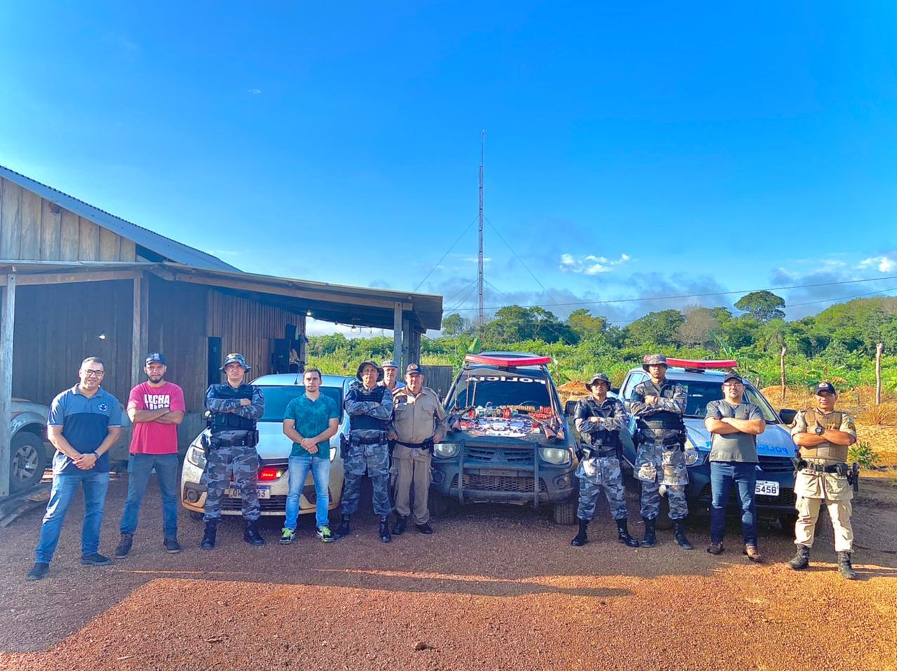 PM prende suspeito de feminicídio que escondia arsenal de armas em Araguacema