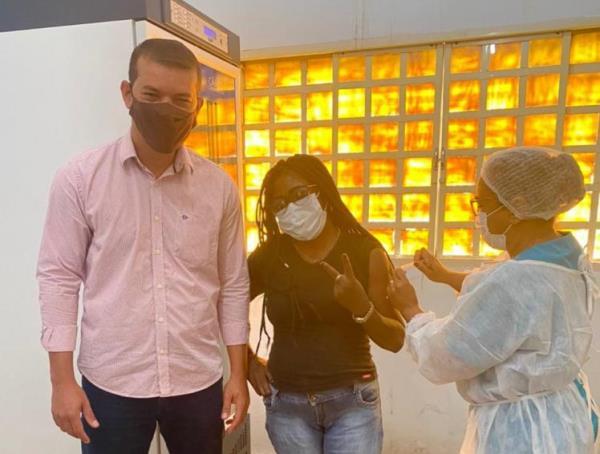 Profissionais da Saúde de Marianópolis recebem 1ª dose da vacina contra a covid-19