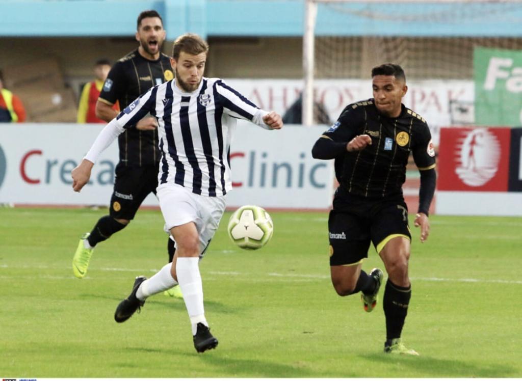 À época no sub-15, Menino da Vila treinou com Neymar entre os profissionais e conseguiu bons desarmes no astro
