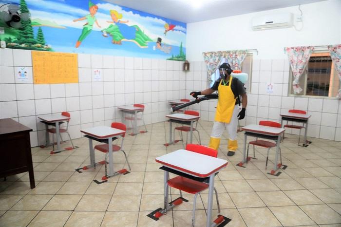 Prefeitura de Araguaína realiza desinfecção periódica nas escolas e creches da Rede Municipal