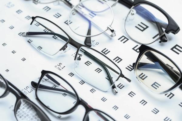 Estudo afirma que óculos podem reduzir chance de contrair Covid-19