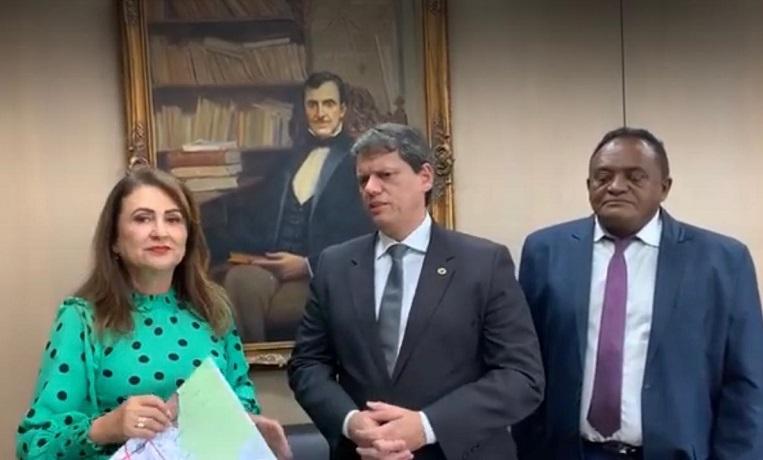 Kátia Abreu leva ao Ministro da Infraestrutura demandas para melhoria de estradas do Tocantins