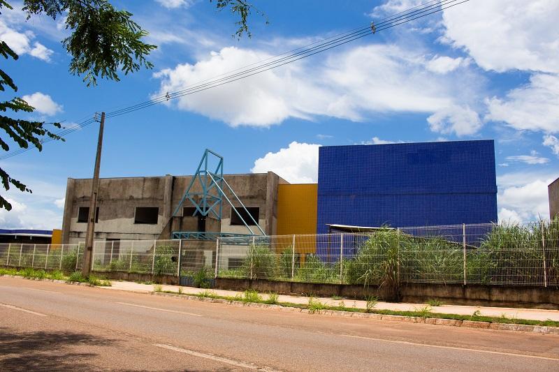 Prof. Júnior Geo cobra retomada da construção de escola de tempo integral em Palmas