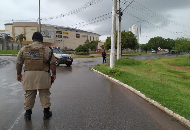 Esquadrão antibombas atua em shopping de Palmas após caixas suspeitas serem encontradas no local