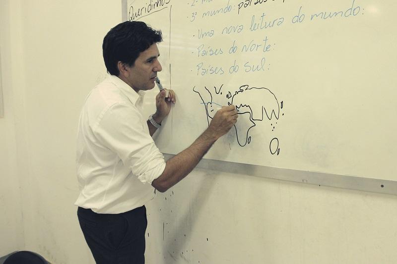 Professor Júnior Geo convida estudantes e concurseiros para aulão online