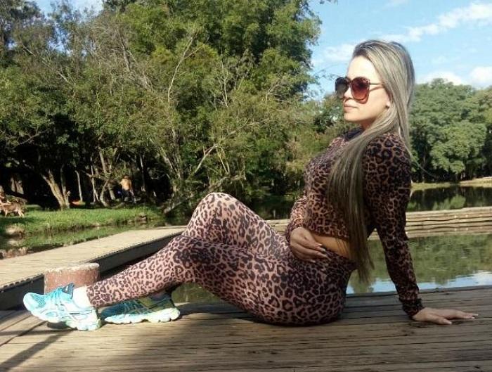 Modelo Lily Lopes arrasa com ensaios sensuais