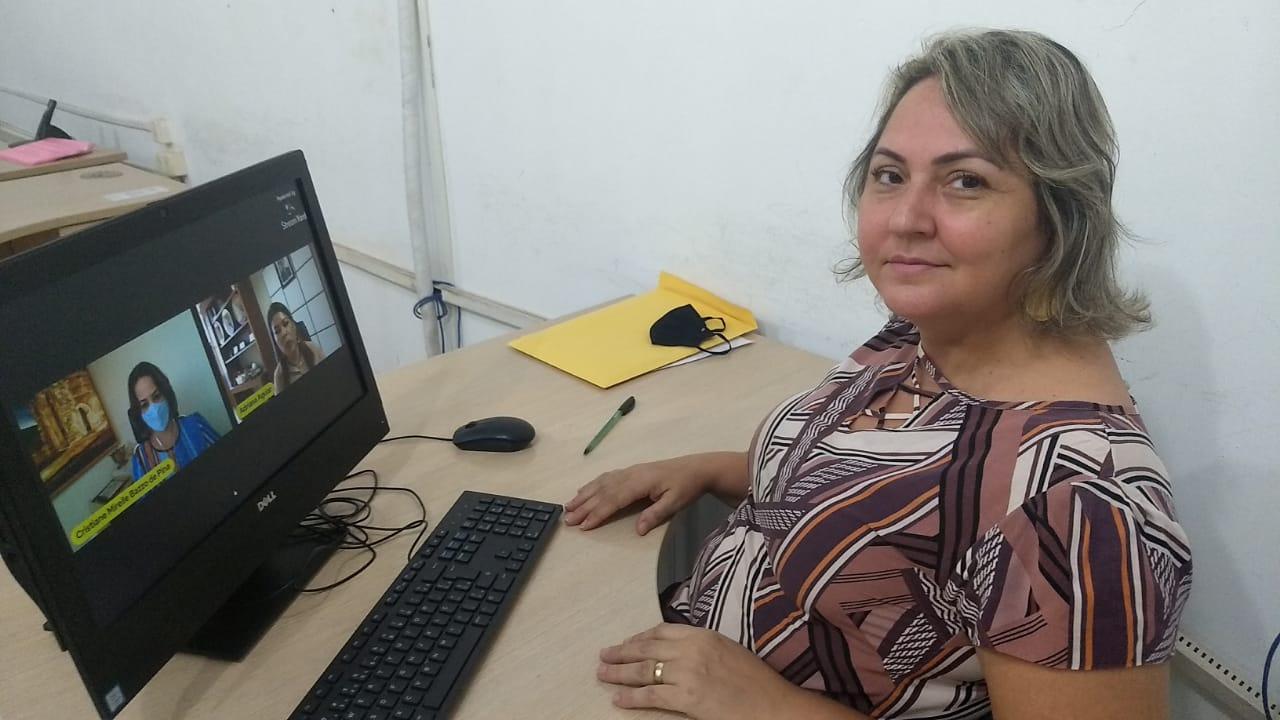 Seduc promove formação em gestão escolar para 2.500 profissionais da educação