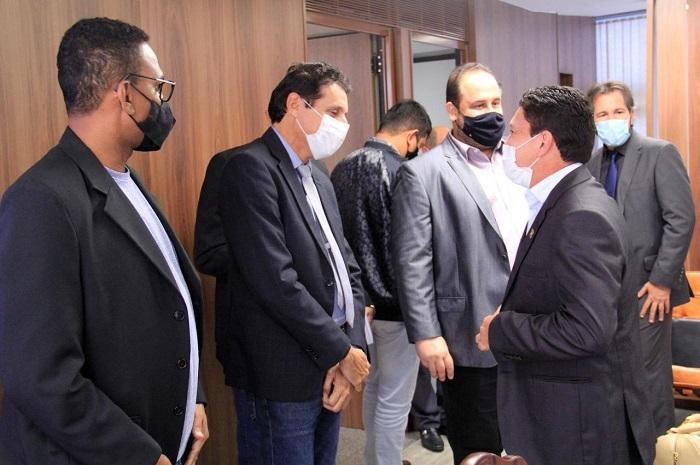Prefeito Adriano Ribeiro se reúne com bancada federal em Brasília em busca de recursos para Barrolândia