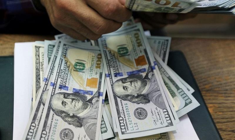 Dólar fica praticamente estável e fecha vendido a R$ 5,41
