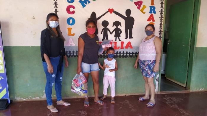 Educação de Marianópolis realiza nova etapa da entrega de kits de alimentos e atividades escolares