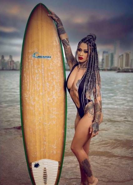 Influencer Gislaine Bressan arranca suspiros com foto sensual