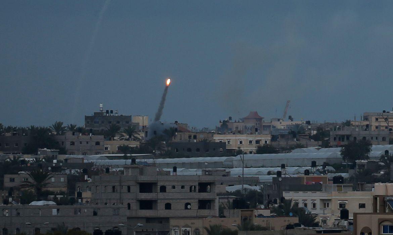 Bombardeios entre Israel e Hamas intensificam