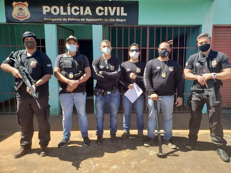 Homem que escondia drogas na casa da avó é preso pela Polícia Civil durante operação em Aparecida do Rio Negro