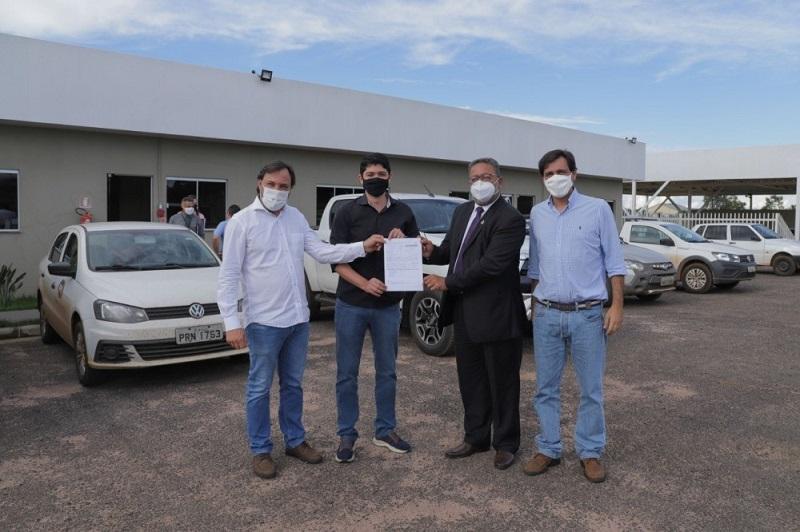Secretário Tom Lyra participa do início das operações de distribuidora de combustíveis em Paraíso