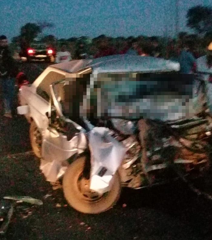 Colisão frontal entre veículos deixa pelo menos três mortos na TO-222, em Araguaína