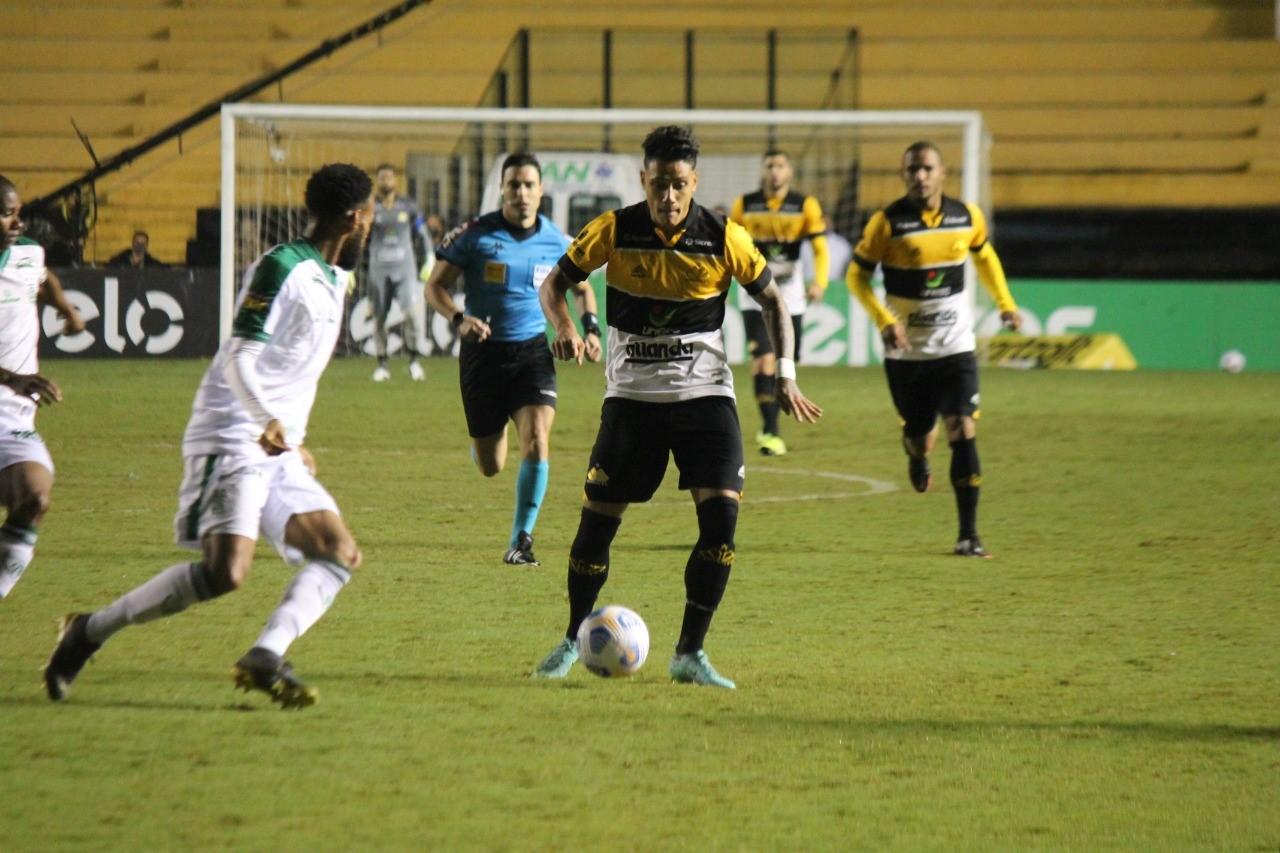 """Após classificação, meia do Criciúma destaca força do time: """"Temos um grupo muito forte"""""""