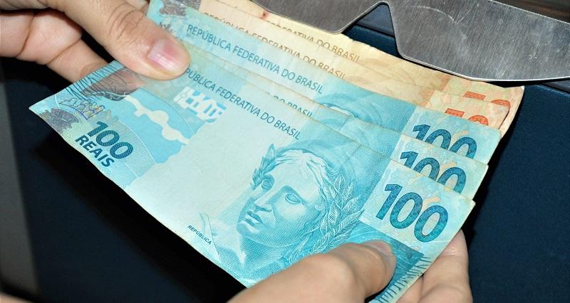 Governo do Tocantins adianta salário de servidores públicos estaduais