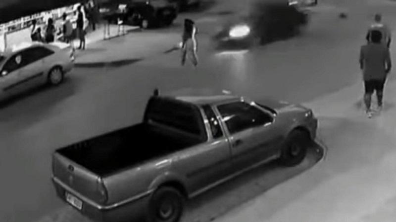 Vídeo: mãe é atropelada e tem bebê arremessada no Entorno do DF