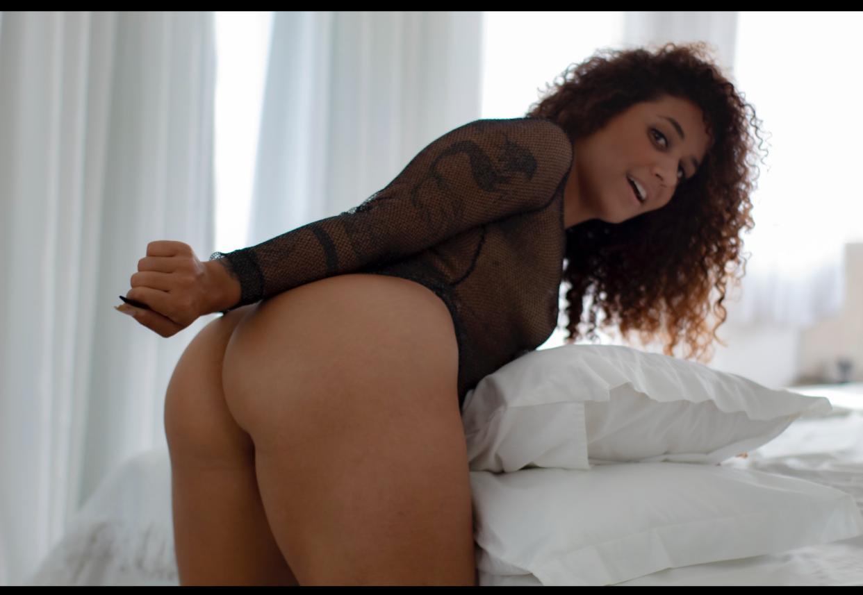 Modelo Lana Borges arrasa com ensaios sensuais e provocantes