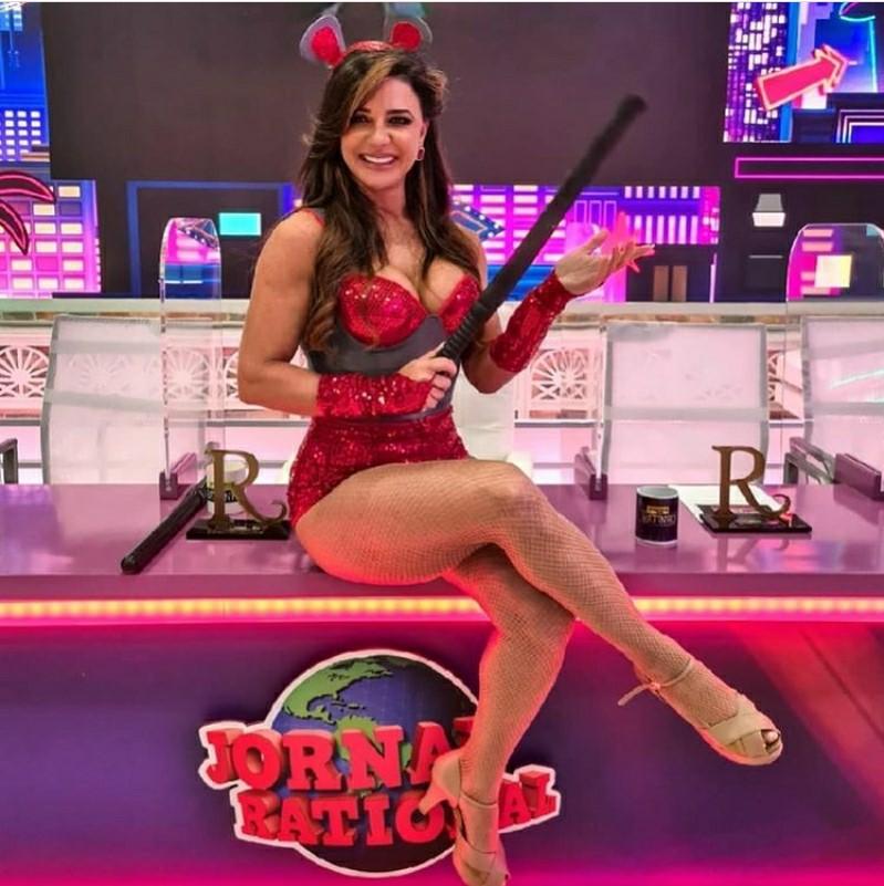 Modelo Amanda Vieira, do Programa do Ratinho, faz sucesso nas redes sociais