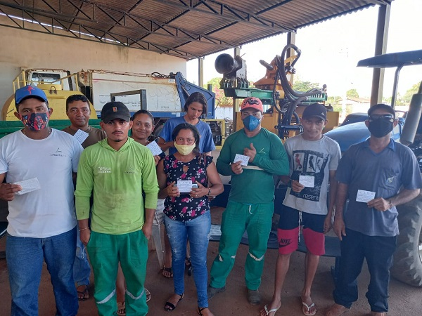 Servidores da Secretaria de Meio Ambiente de Caseara que atuam na limpeza urbana são vacinados contra Covid-19