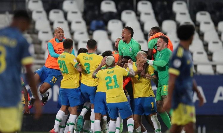 Brasil vira no finalzinho, vence a Colômbia e avança em 1º na Copa América