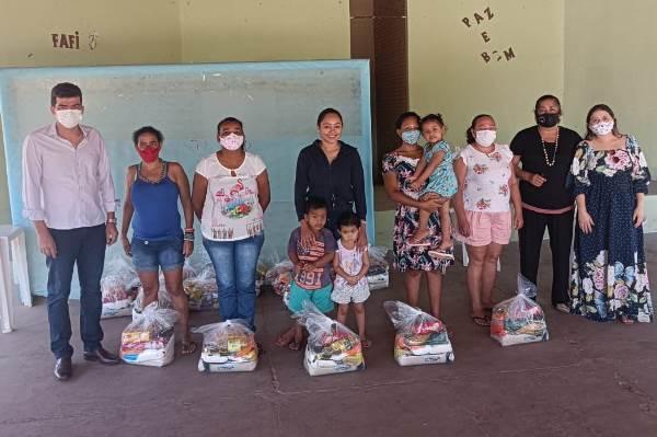 Assistência Social de Dois Irmãos entrega kits de alimentos às famílias do Programa Criança Feliz