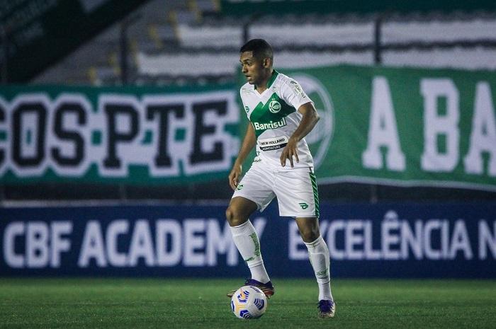 Volante Dawhan comemora estreia com vitória pelo Juventude