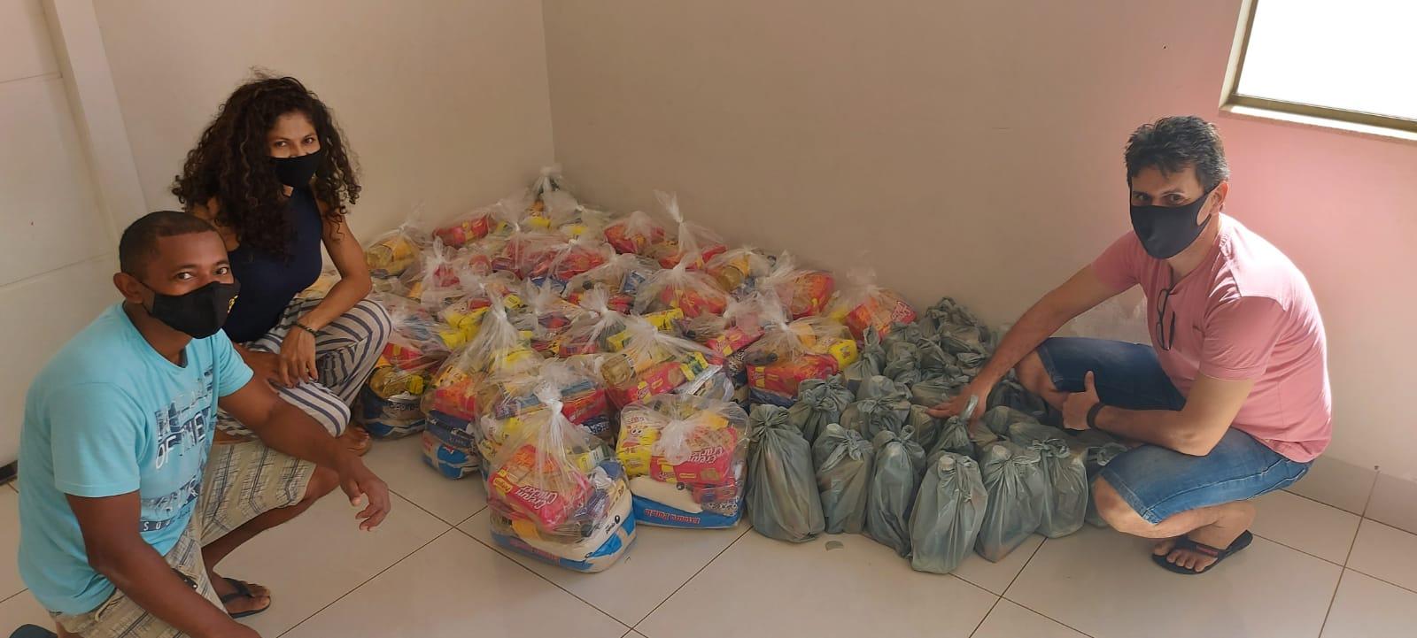 Artistas locais recebem cestas básicas de projeto solidário viabilizado em parceria com a Fetac