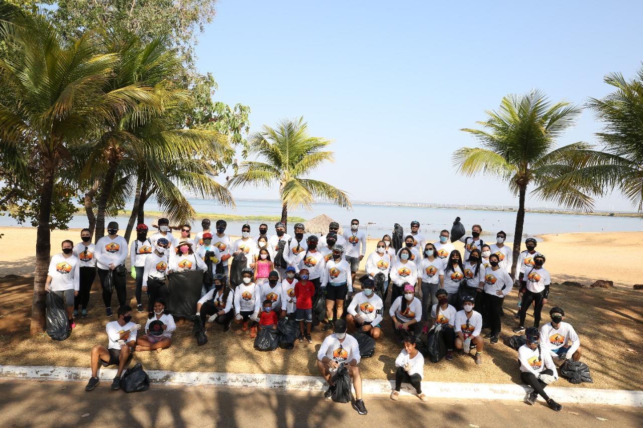 Participantes de pedal chamam atenção para preservação do meio ambiente na Orla da Praia da Graciosa