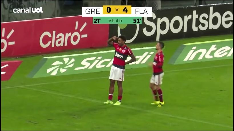 Com um a menos, Flamengo goleia Grêmio por 4 a 0 em volta de Renato à Arena