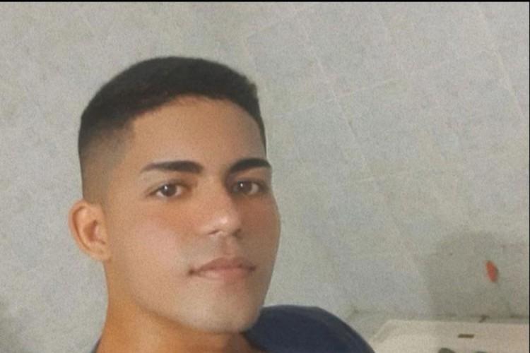 Membros de facção expõem cabeça de jovem após decapitação no Ceará
