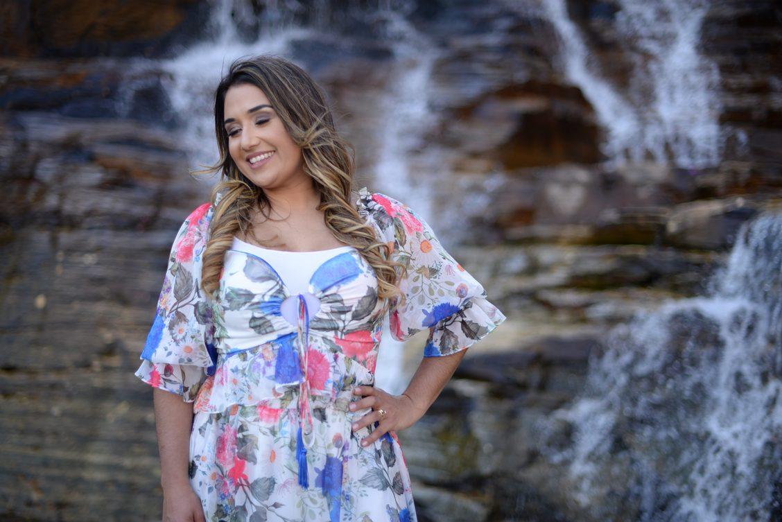 """No mês de valorização da vida, Danielle Cristina lança a canção """"Amor & Sacrifício"""""""