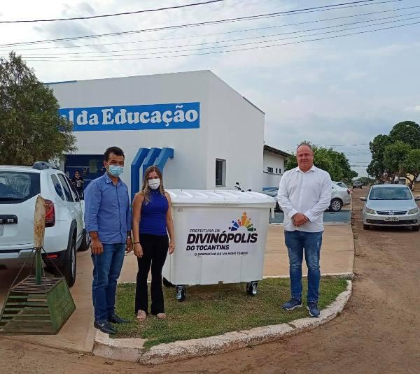 Prefeitura de Divinópolis distribui contêineres para coleta de lixo