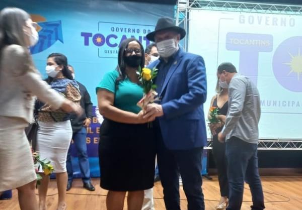 Secretária de Assistência Social de Rio dos Bois participa do Encontro Municipalista de Políticas Sociais