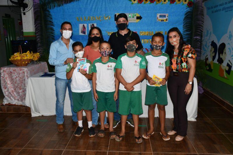Prefeitura de Paraíso prestigia homenagem a alunos destaques do SAAP no Distrito de Santa Luzia