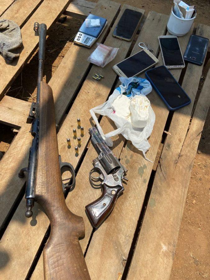 Homem procurado por crime de roubo é preso pela Polícia Civil com drogas e armas de fogo em Porto Nacional