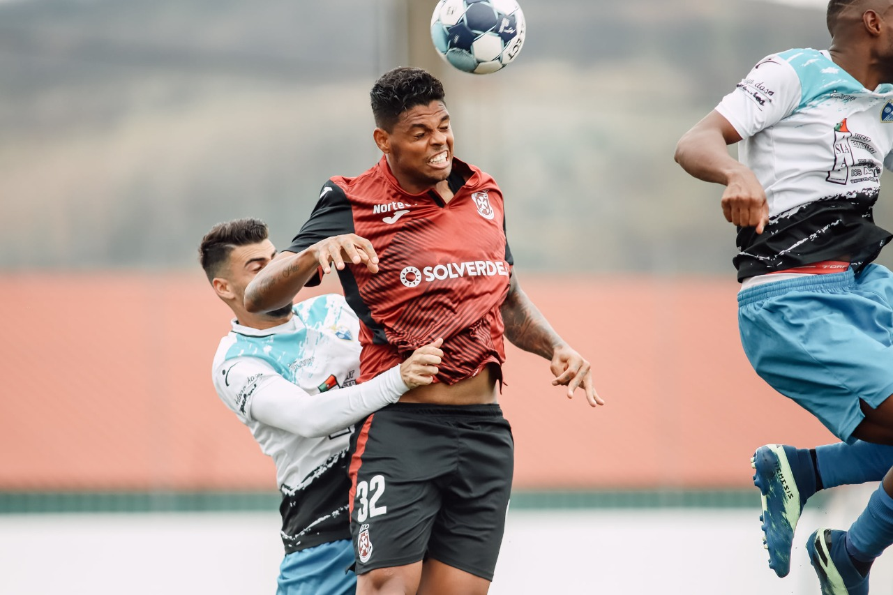 Com gol na última partida e invicto há quatro jogos, zagueiro Flávio Ramos valoriza momento no Paços de Ferreira
