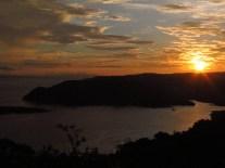 Superbe coucher de soleil sur la baie de Golfito, Costa Rica
