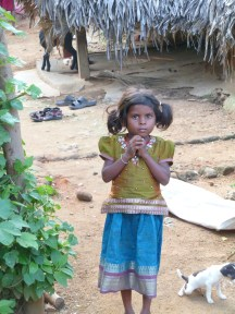 Petite fille de la communauté irula du Tamil Nadu