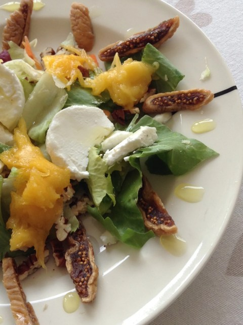 salad of goat cheese with saffron syrup