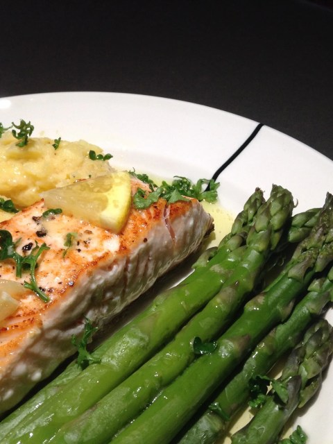Salmon with lemon butter sauce and green asparagus