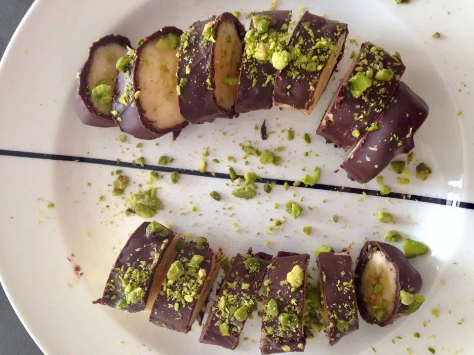 pistachio chocolate banana sushi